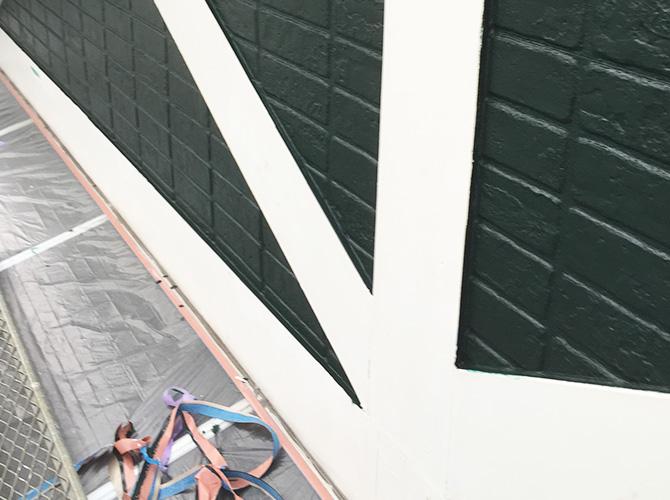 帯板塗装の下塗り施工完了後のようすです。