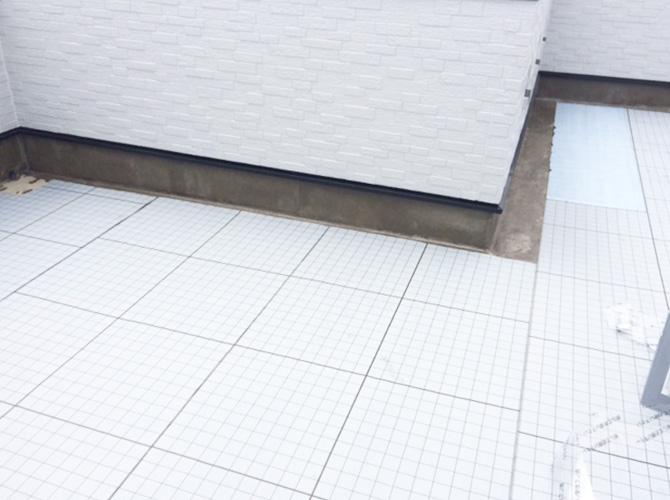 屋上防水の施工中です。