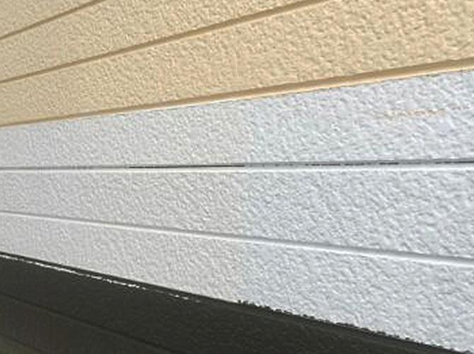 外壁塗装の施工中のようすです。