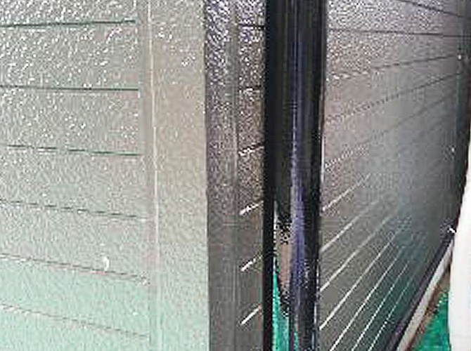 雨樋(竪樋)塗装の施工完了後です。