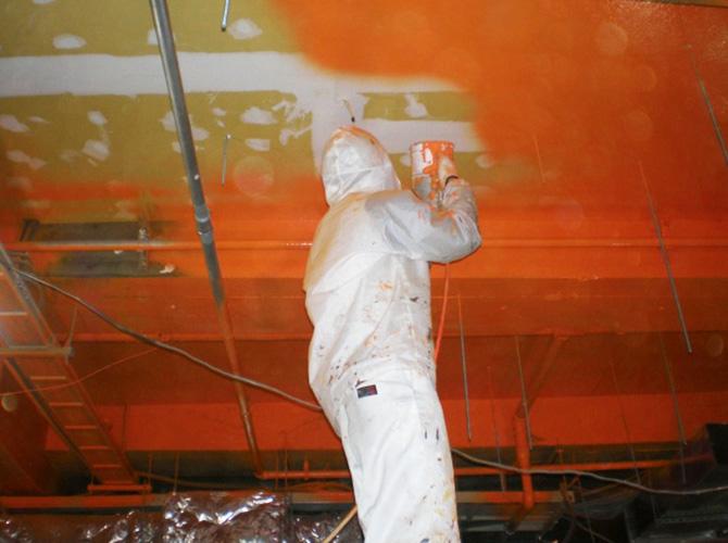 ガイナ塗装の中塗り施工中のようすです。
