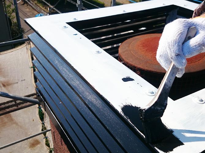 鉄部は錆止め後上塗りを施工して完了です。