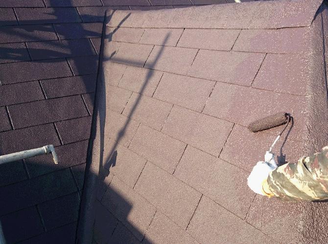 屋根塗装の色は、落ち着いた色合いでの仕上げです。