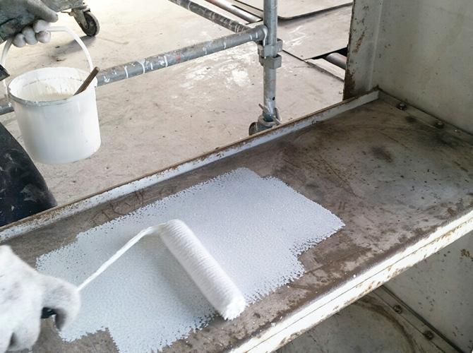 鉄部のサビ止め塗装施工中です。