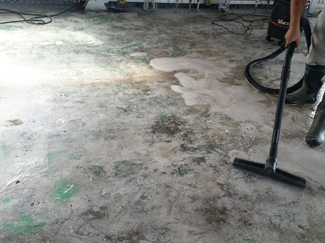 床部分の研磨施工中のようすです。