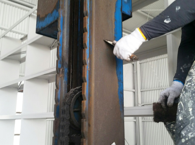 鉄部のケレン清掃施工中です。