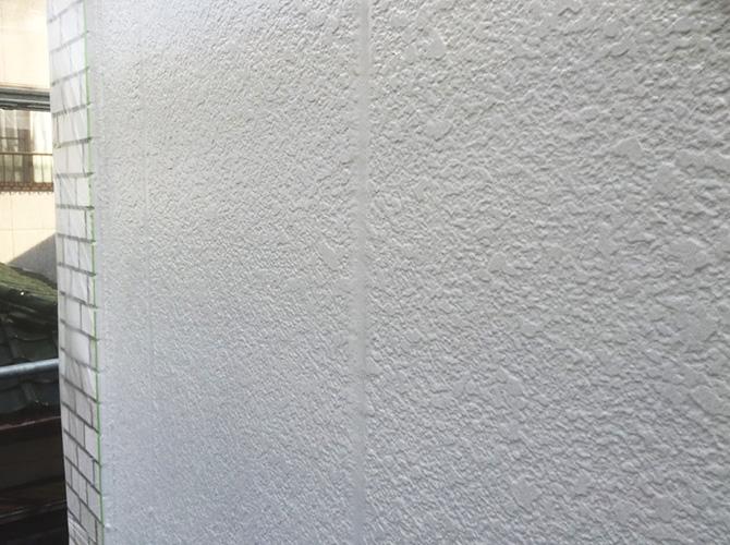 外壁塗装の上塗りの施工完了後のようすです。