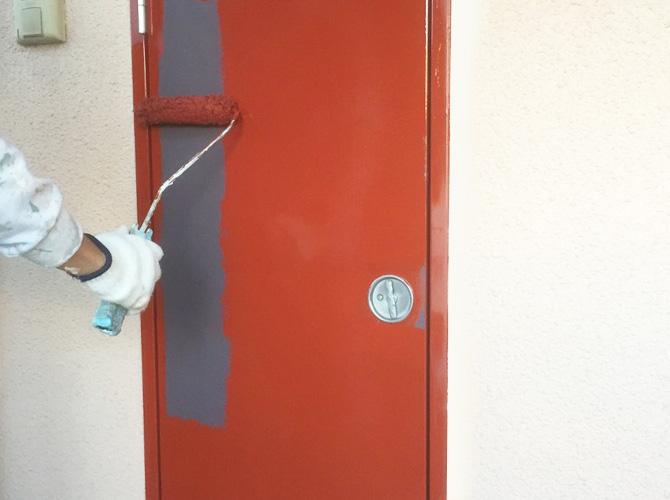 PS扉の錆止め塗装の施工中のようすです。