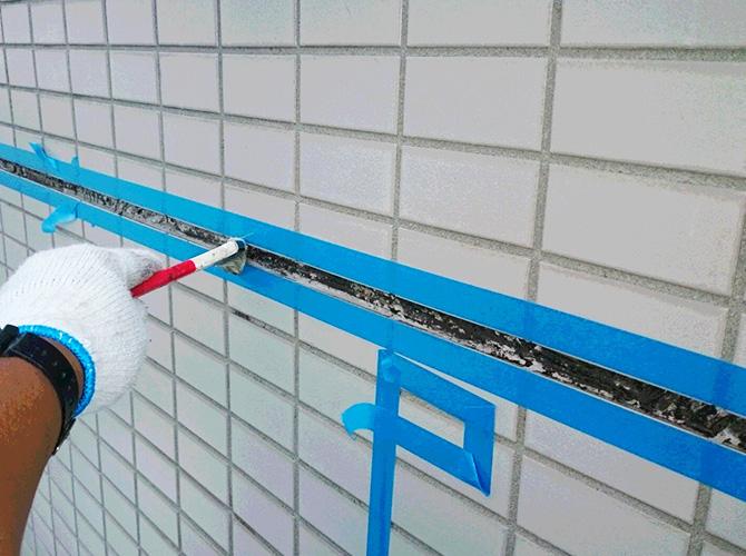 養生の設置後にプライマーを塗布します。