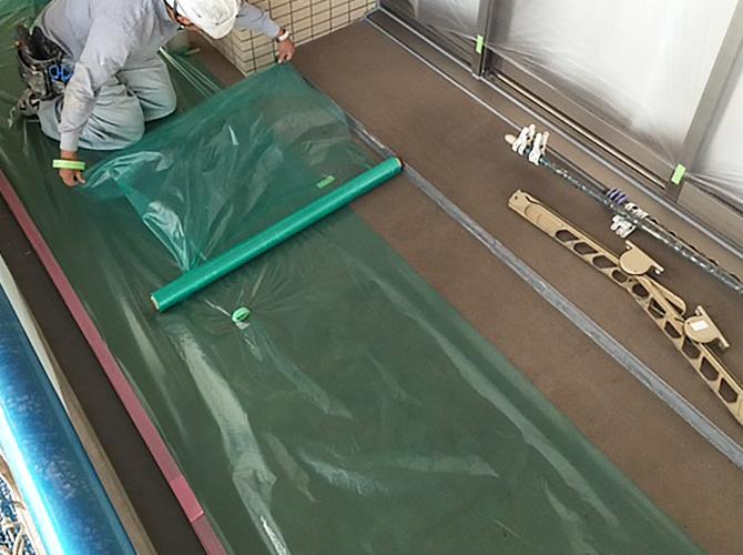 塗装しない箇所にしっかりと養生を設置します。