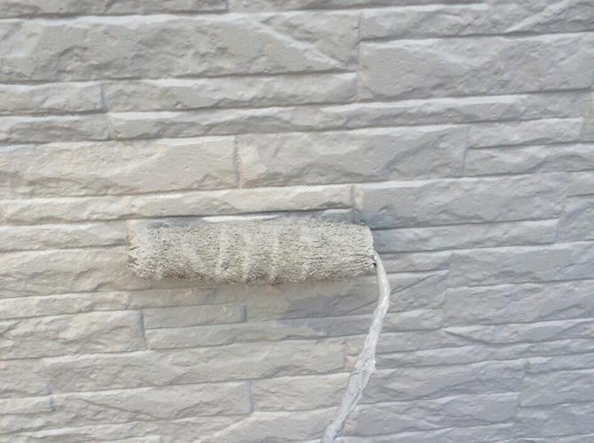 外壁塗装の中塗りの施工完了です。