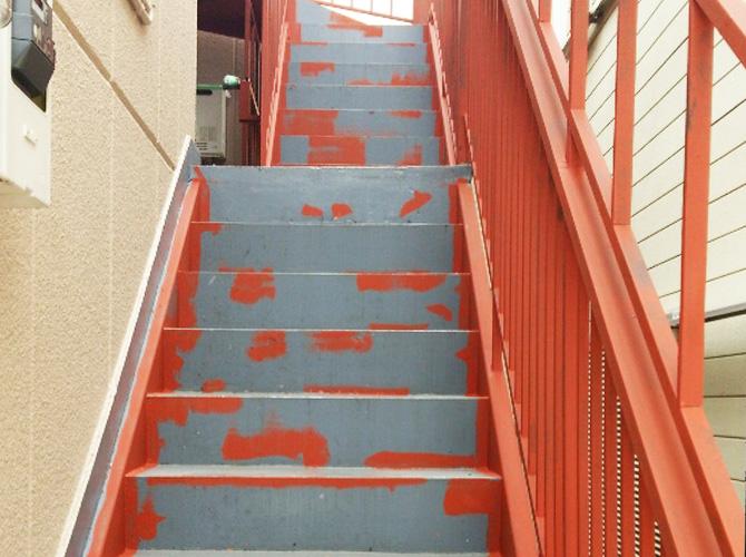 鉄骨階段の錆止め塗装はお任せ下さい。