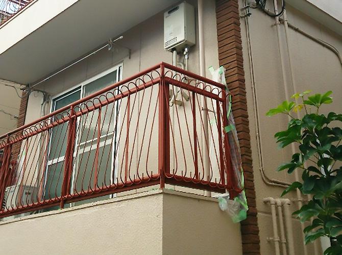 階段・手摺などの鉄部は錆止め塗装が大切です。
