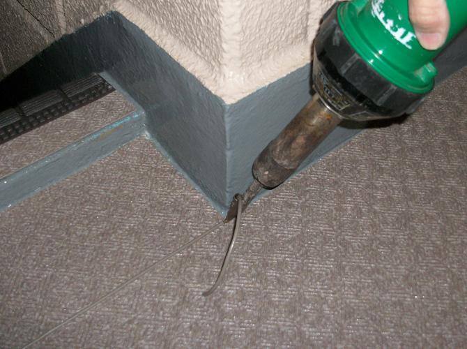 長尺シートの接合部は溶接で繋いでいきます。