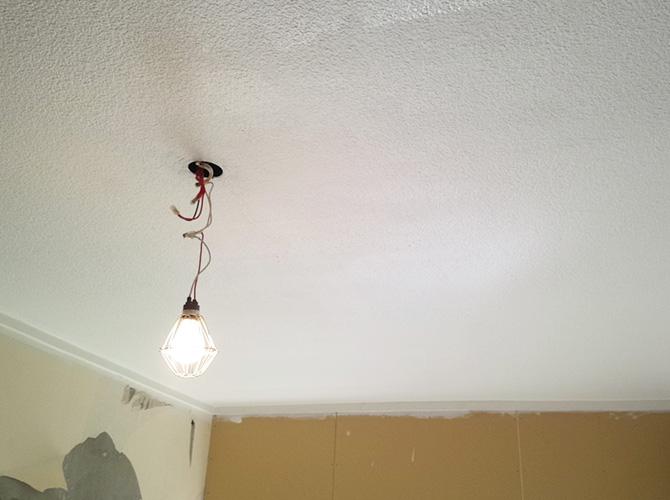 天井部分の塗装中のようすです。