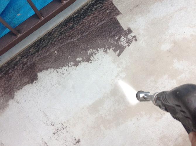 床部分の高圧洗浄中のようすです。