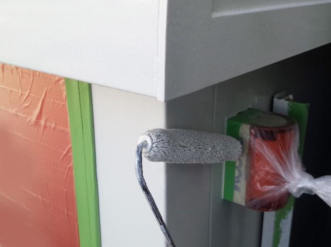 ATMの各部の塗装中のようすです。