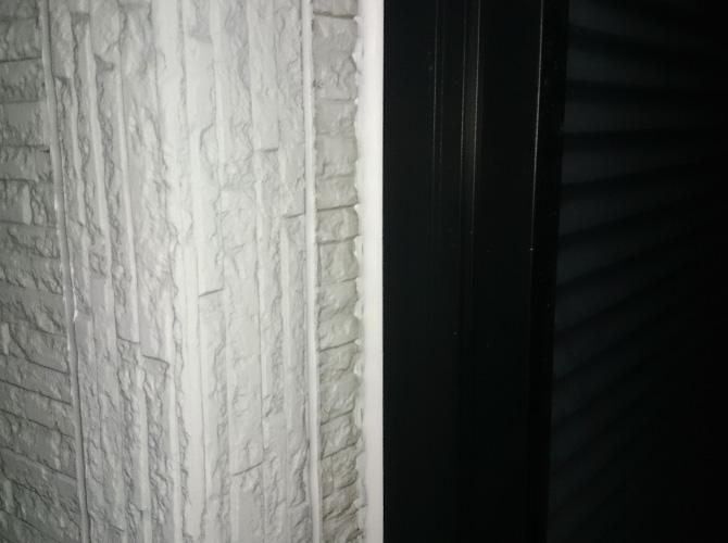 窓廻りのコーキング補修完了後です。
