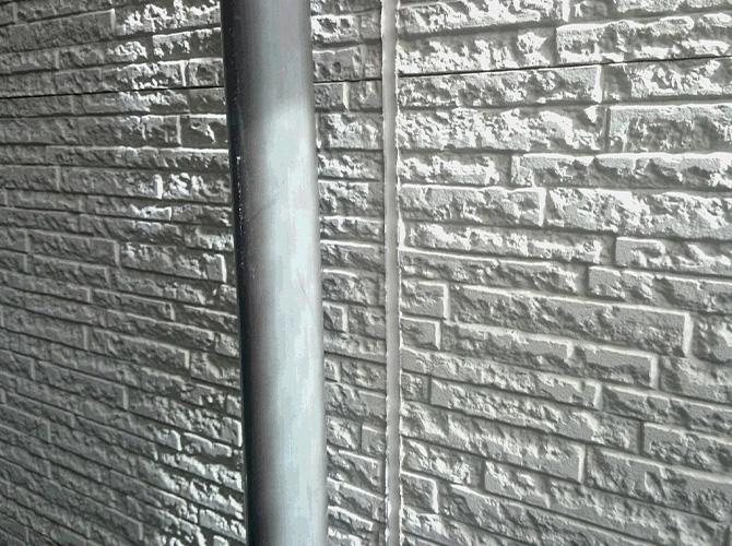 外壁目地部分のコーキング補修完了後です。