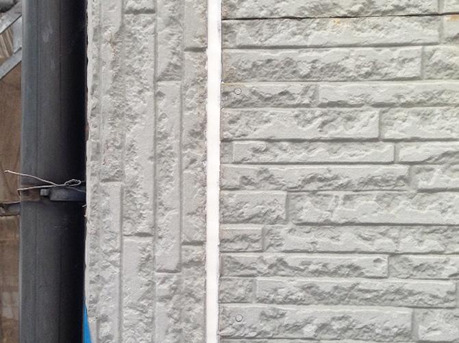 外壁の目地部分コーキング補修の完了後です。
