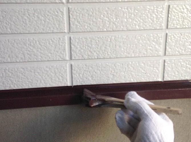 刷毛・ローラーを使い分けて塗装していきます。