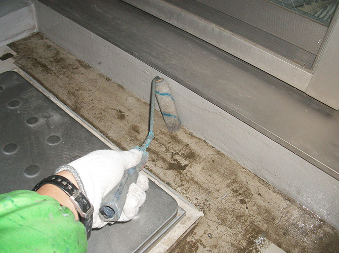 防水工事の下地調整中のようすです。
