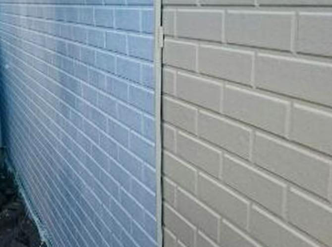 外壁塗装の中塗り施工中
