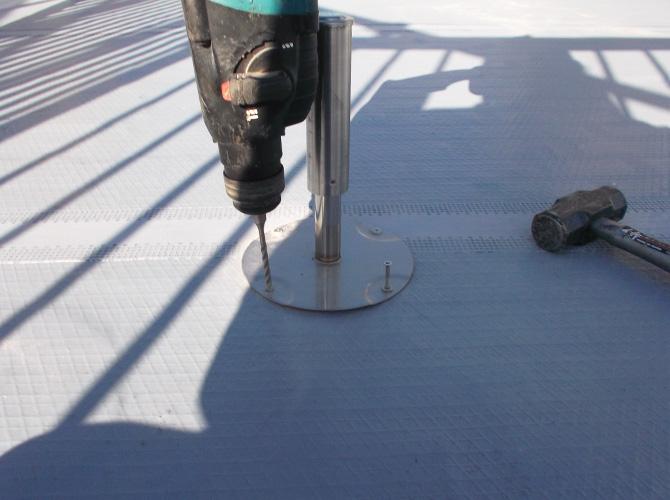 脱気筒を設置して内部の水分を排出します。