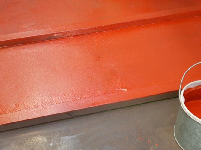 屋根鉄部の錆止め塗装施工中です。