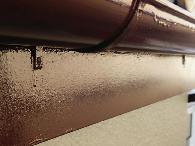 雨樋塗装の中塗り完了後のようすです。