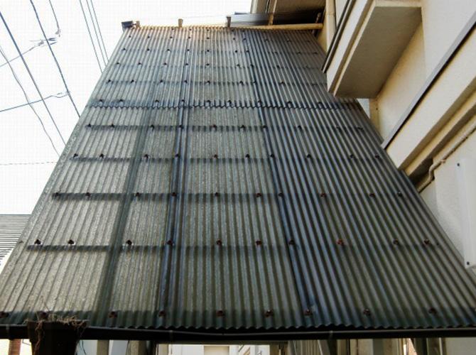 交換工事施工前の波板の状態です。