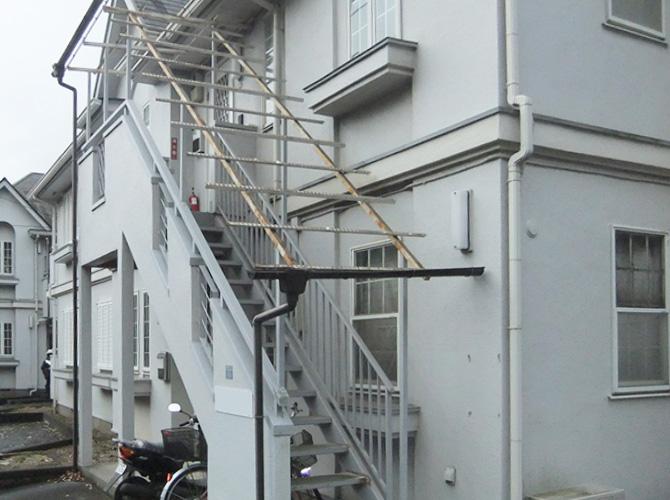 既存の階段波板の撤去後のようすです。