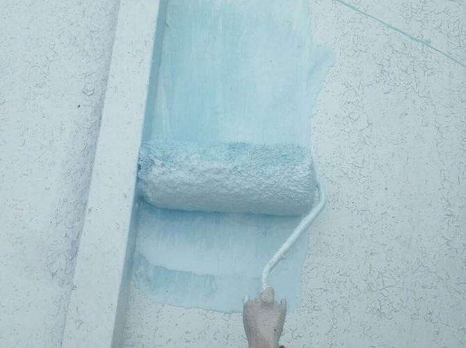 中塗り塗料は遮熱塗料のパラサーモシリコンです。