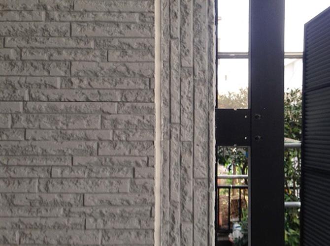 外壁目地のコーキング補修完了後です。
