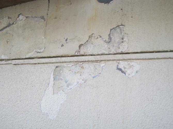 外壁の浮きの補修前