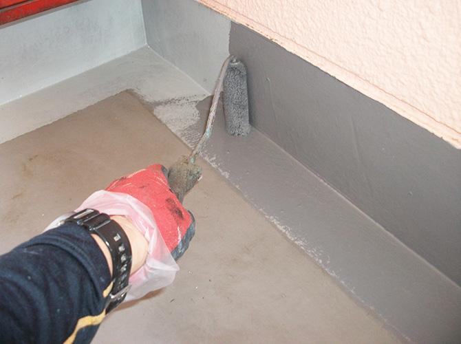 共用階段と共用廊下の長尺シート工事です。