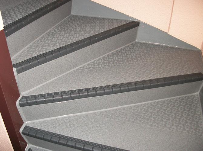 共用階段の長尺シート工事完了後のようすです。