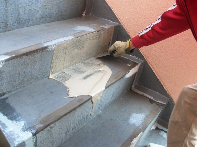 外壁塗装と合わせて階段補修工事も施工できます。