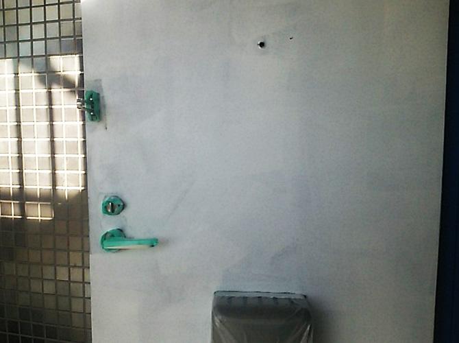 東京都品川区アパートの玄関ドア塗装工事の施工前