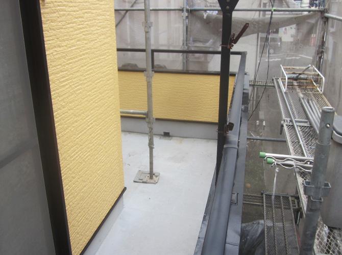 バルコニー防水工事の施工前の状態です。