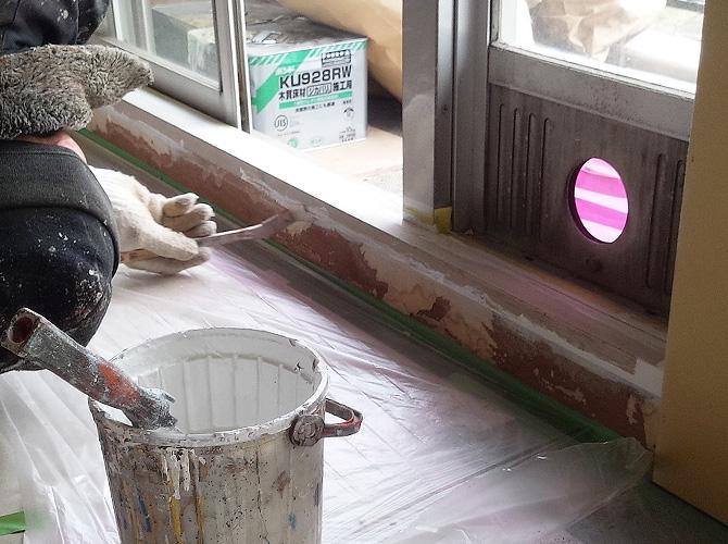 塗装しない箇所の養生も大切な工程です。
