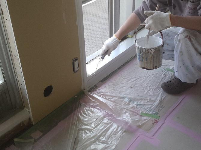 ローラーも使い分けてしっかりと塗装いたします。