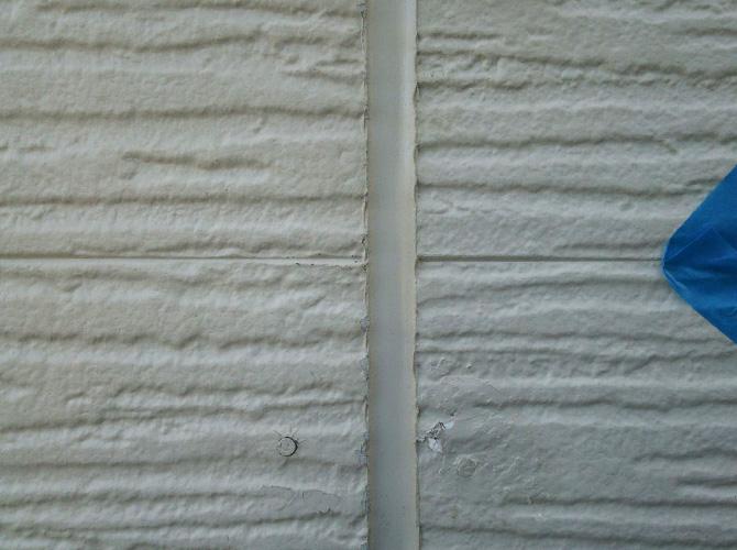 外壁目地のシーリング補修前のようすです。