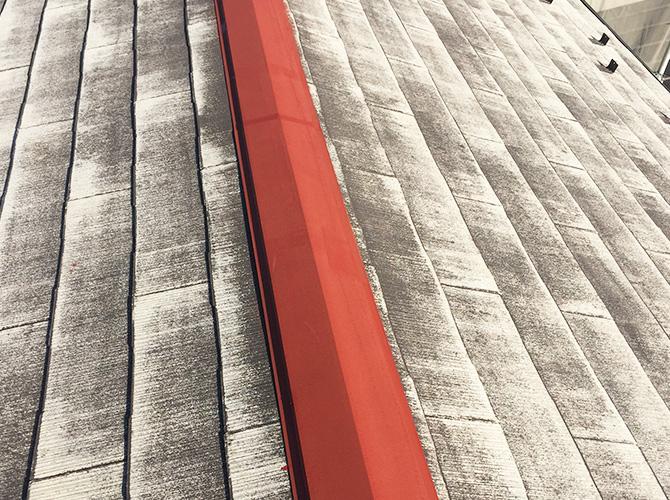 屋根鉄部のサビ止め塗装後のようすです。