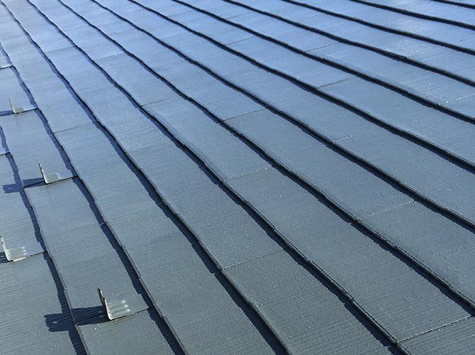 屋根塗装の上塗り完了後のようすです。
