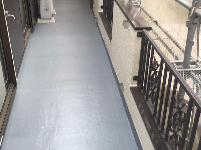 バルコニーの防水工事も合わせて施工可能です。