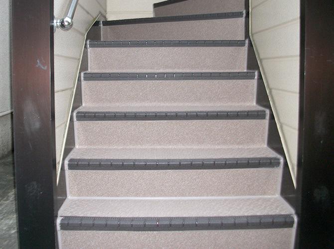 東京都新宿区アパートの階段長尺シート工事の施工後