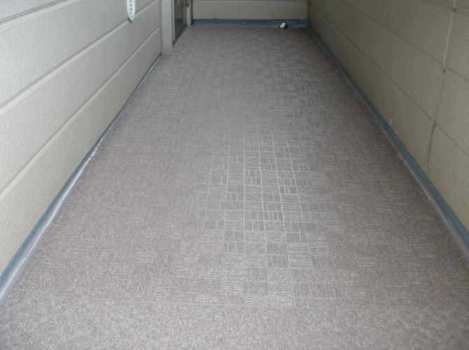 共用廊下の長尺シート完了後のようすです。