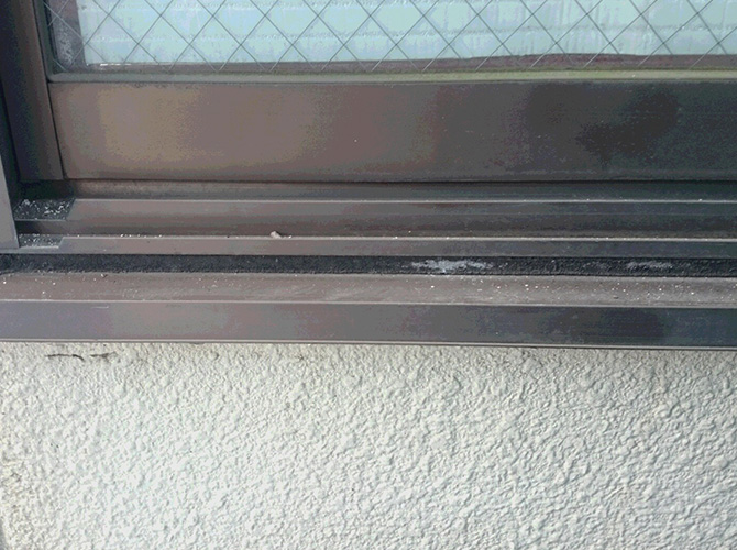 窓廻りのシールは定期的な打ち替えが大切です。