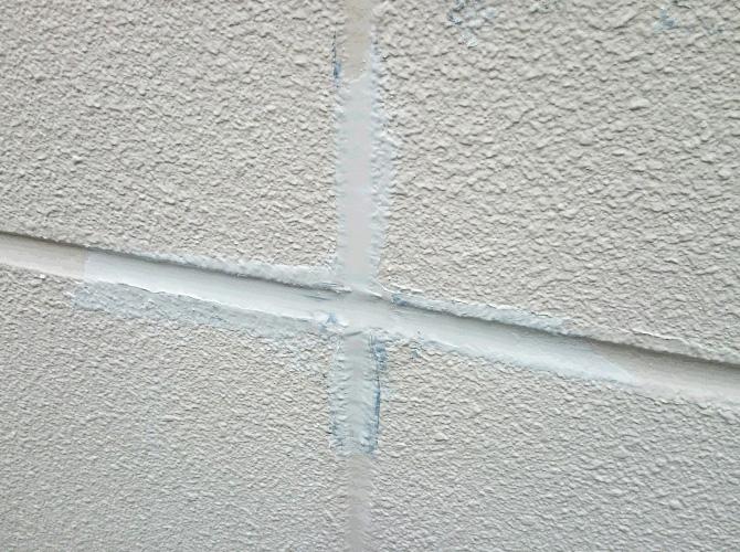 外壁目地部分のシーリング補修完了後のようすです。
